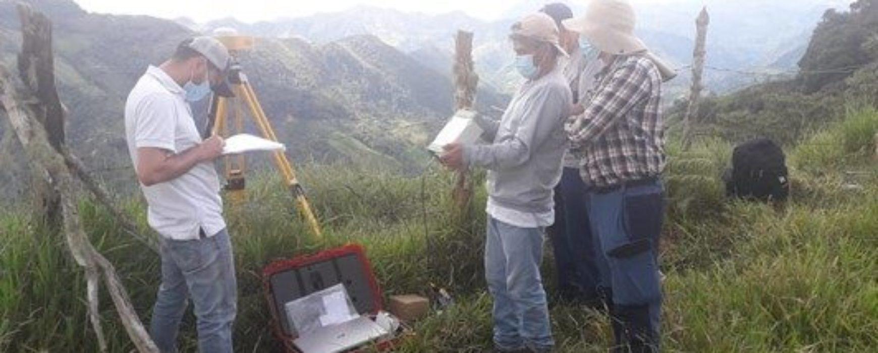Installation de 13 nouvelles stations permanentes pour le réseau géodésique colombien